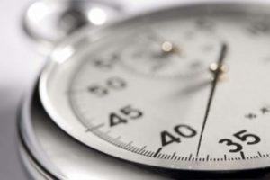 Appréciation du délai de début d'exécution des prestations d'un marché public